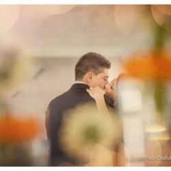 un bacio rubato durante il primo ballo degli sposi.