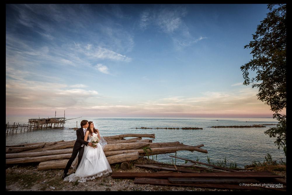 fotografie di sposi alla costa dei trabocchi di vasto