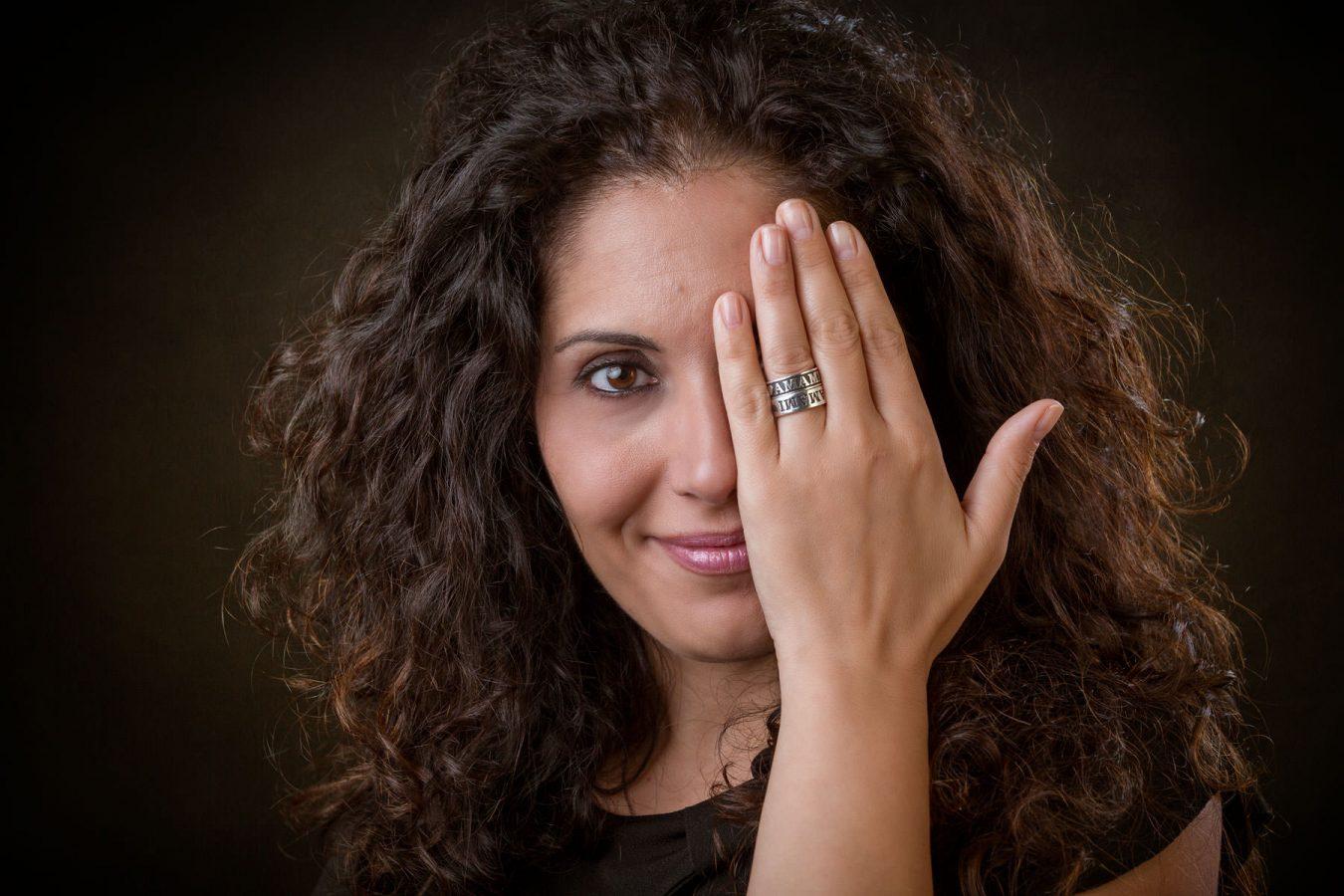 Maria Squeo fotografata da Pino Coduti per la copertina del suo nuovo libro