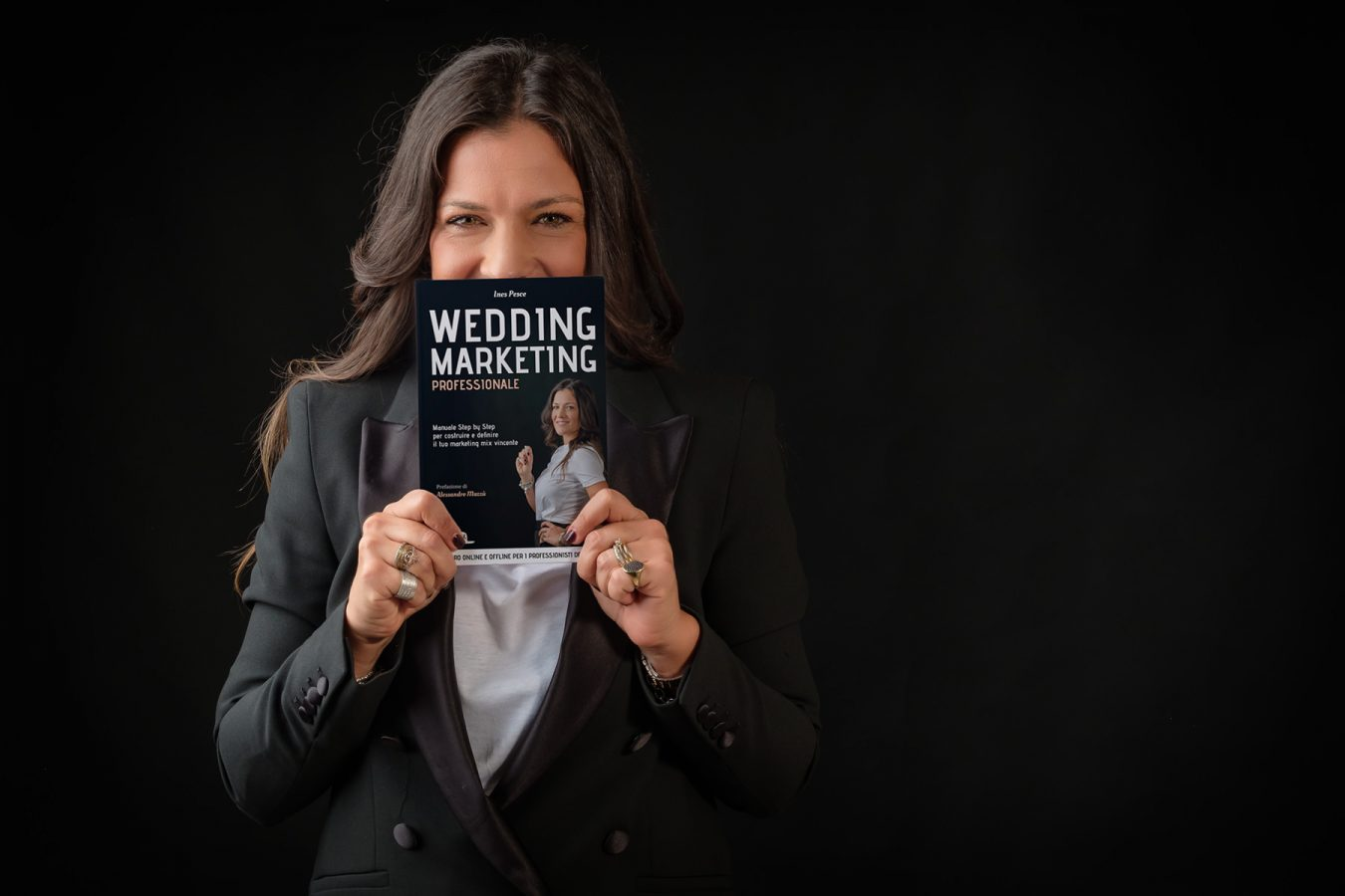 Ines Pesce fotografata da Pino Coduti per la copertina del suo nuovo libro